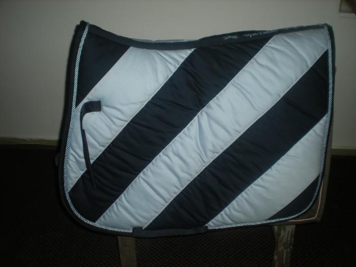 tapis bleu ciel et bleu. Black Bedroom Furniture Sets. Home Design Ideas