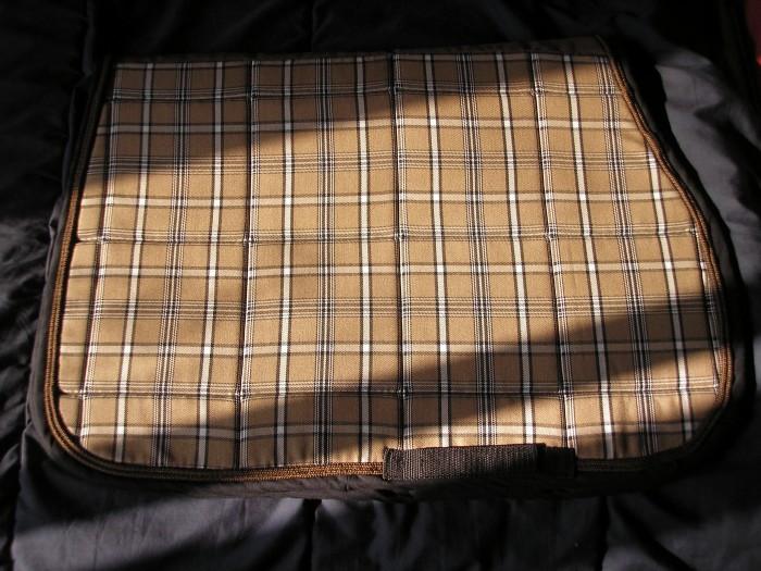 tapis d 39 automne burberry. Black Bedroom Furniture Sets. Home Design Ideas