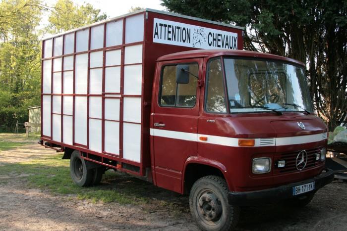 Ammenager un camion vl 2 chevaux - Camion amenage pour cuisine ...