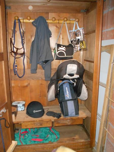 40e chez emmaus le meuble sellerie. Black Bedroom Furniture Sets. Home Design Ideas