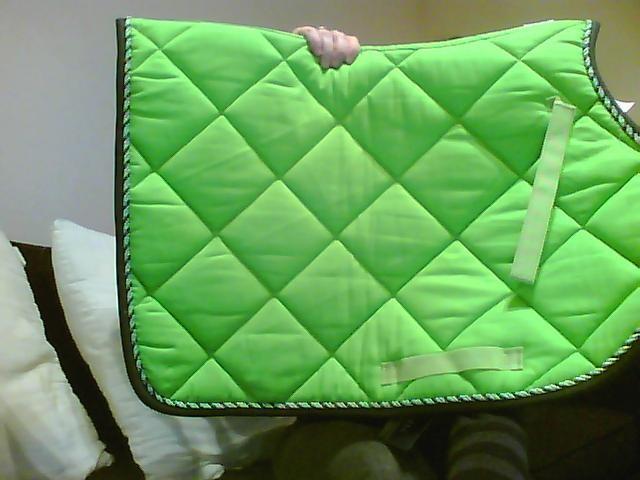 Bonnet assorti tapis lamicell mirage vert pomme Tapis cheval vert pomme