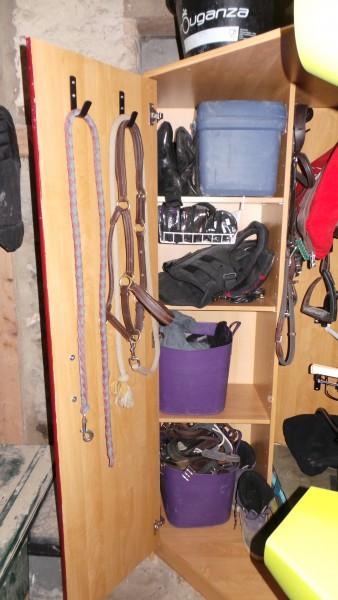 mon armoire de sellerie assez fi re de moi. Black Bedroom Furniture Sets. Home Design Ideas