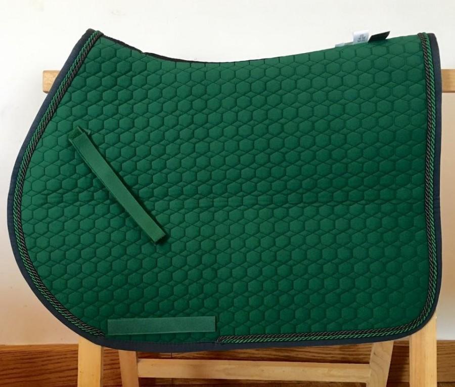 un beau tapis vert fonc. Black Bedroom Furniture Sets. Home Design Ideas