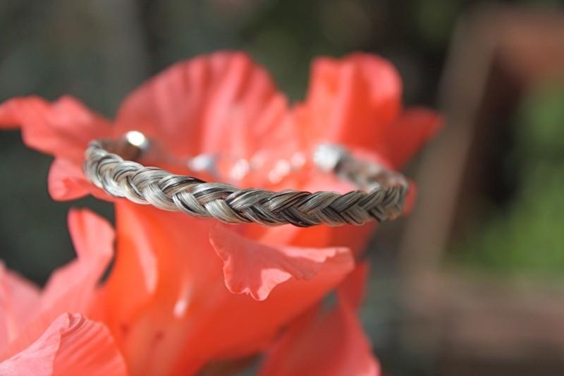 bracelet en crins 7euros envoi inclus Magaly56-a40bd1e8565f9a16086ff2b823307769