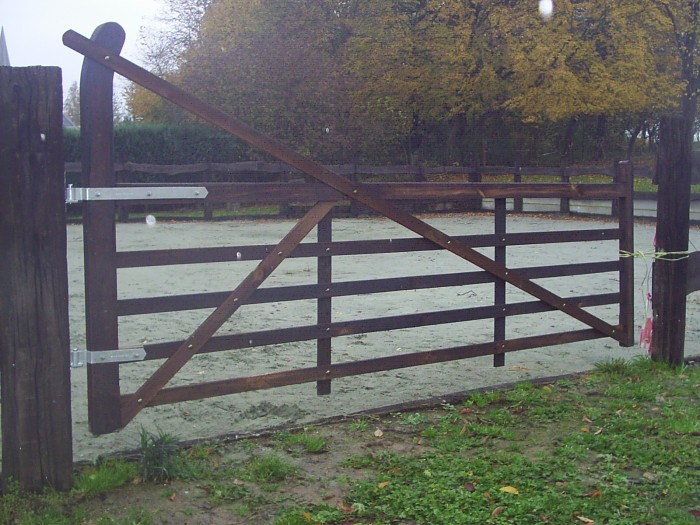 Porte de pature en bois 1 forum cheval - Porte de box pour chevaux a vendre ...